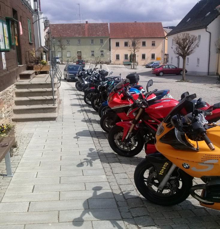 Motorräder Marktplatz Neualbenreuth klein